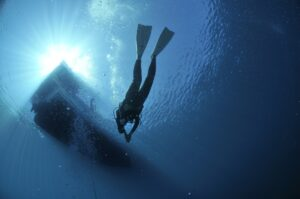 diving-1639964_1920-min.jpg